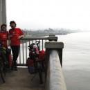 Wir beide auf der George Washington Brücke. New York liegt zu unseren Füßen. bzw schon etwas hinter uns.