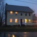 großes gelbes Haus