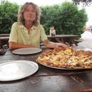 eine Riesenpizza - für Riesenhunger