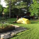 Zelt im Garten -mit Hochbeeten