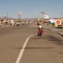 Baker - eine Kreuzung zwei Motels, 4 x Fastfood, in jede Richtung ca 80 km nichts.