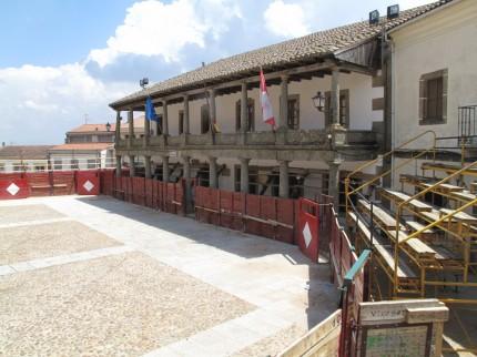 Arena auf kleinem Marktplatz