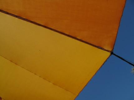 Zeltdach vor Himmel